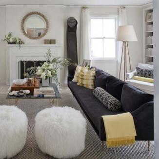 Modern_living_room_with_custom_window_coverings