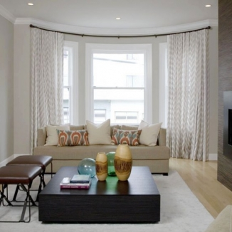 living_room_with_bow_window_curtains